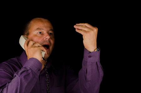 arrogancia: Individuo convertirse lound y desagradable en la del telphone