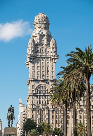 montevideo: Montevideo Plaza de la Independencia with national hero Artigas statue