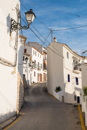 altea: Narrow whitewashed street in the old town of Altea, Costa Blanca, Spain