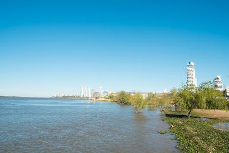 ロザリオ、アルゼンチンのパラナ川のほとり 写真素材 - 54295987