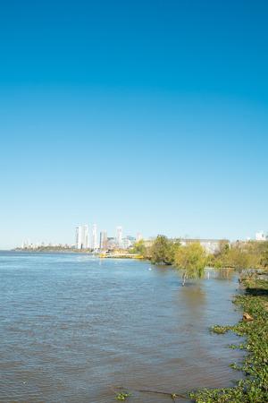 ロザリオ、アルゼンチンのパラナ川のほとり 写真素材 - 54295915