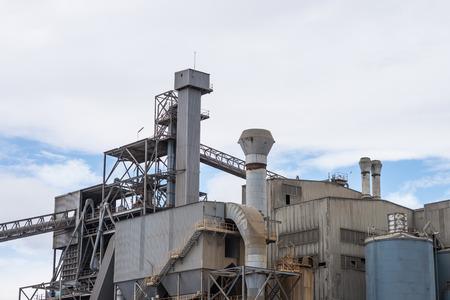 Große Industrieanlage aus Metall