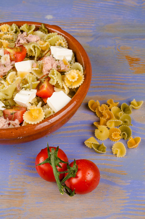 pasta salad: Bown with pasta salad and some of its ingredients