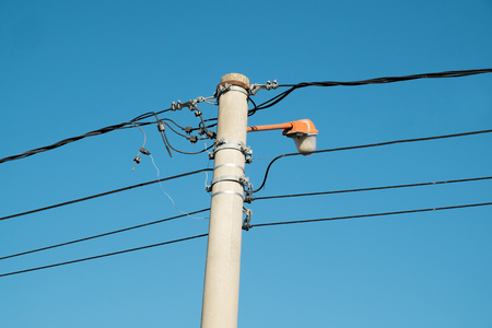 botched: Botched wiring on an electricity pylon