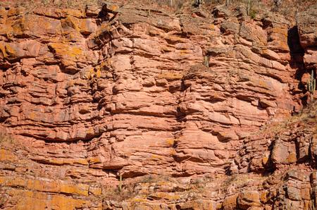 계층화 된 바위 얼굴의 전체 프레임 소요 스톡 콘텐츠