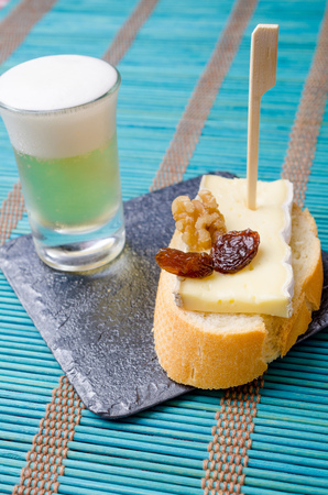andalusian cuisine: Cheese tapa served as pincho on bread with a small glass of beer