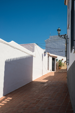 Narrow street in an Andalusian village, Spain Stockfoto