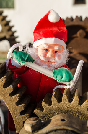 Santa in the cogwheels of consumerism, a concept Standard-Bild