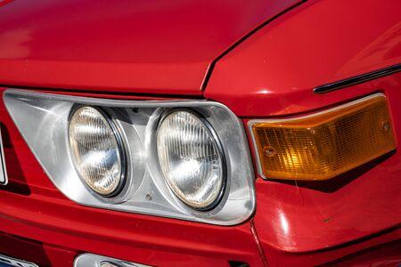Detailopname van koplampen van klassieke auto's