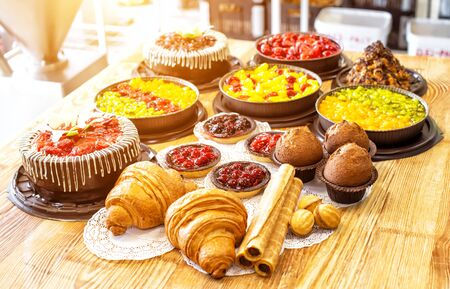 Still life of sweet and tasty products of cakes, muffins and croissants on the table, background, fabrication 版權商用圖片