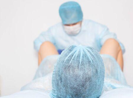 Lekarz rodzi się w kobiecie. Koncepcja operacji poporodowej, nacięcie krocza. Ginekologia estetyczna,