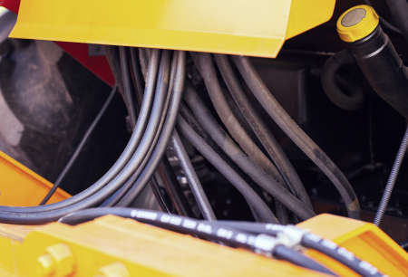 Many high-pressure hydraulic hoses for driving a loader on a tractor Standard-Bild