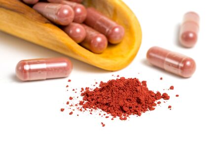 Red yeast rice or angkak or kojic rice powder and supplemet capsule on white isolated background 版權商用圖片