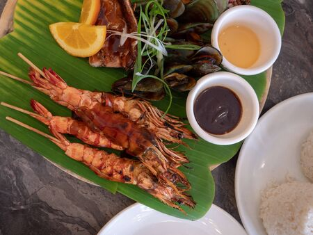 Grilled seafood platter with barbecue sauce 版權商用圖片