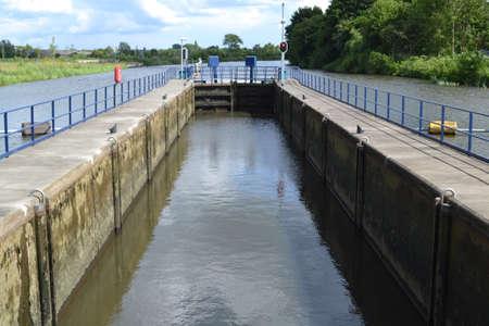 sluice: sluice in river Oude IJssel