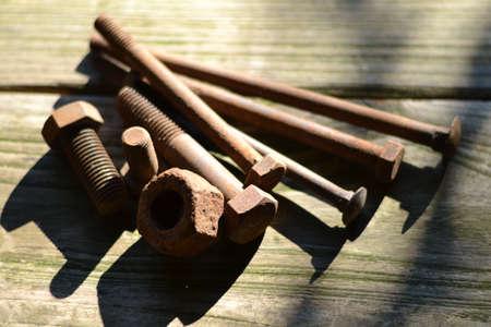tornillos: pernos oxidados, tornillos y tuercas