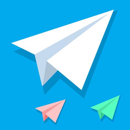 Icono de vector de avión de papel blanco hecho a mano en estilo plano isométrico aislado sobre fondo azul. Colección de aviones origami blanco naranja y verde. Eps10