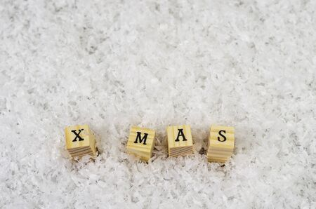x mas word made of letters on wooden cubes on a snow background 2 Banque d'images - 138371843