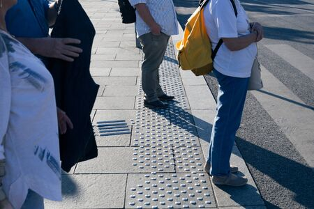 Tactile tiles for the visually impaired in the city Stockfoto