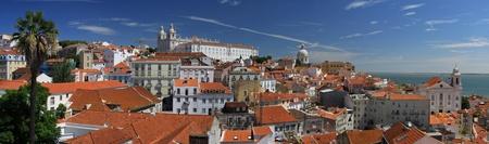 colourful houses: Lisboa panorama del casco antiguo con casas de colores