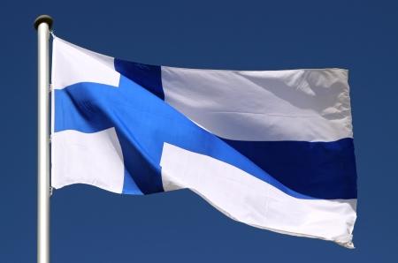 太陽の下でフィンランドの旗