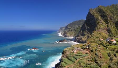 Linia brzegowa w pobliżu Santana Madera, Portugalia