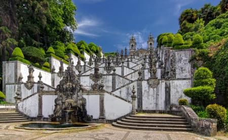 Treppen aus Kirche Bom Jesus do Monte in Braga, Portugal Standard-Bild - 24987699
