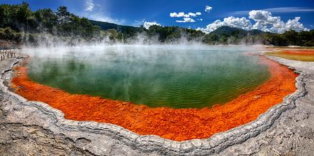 Thermische meer Champagne Pool op Wai-O-Tapu, Nieuw-Zeeland Stockfoto