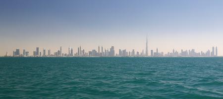 Skyline von Dubai (Vereinigte Arabische Emirate) Standard-Bild - 39184350
