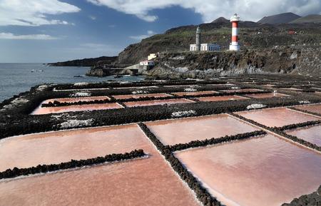 evaporacion: estanques de evaporaci�n de sal frente a Faro de Fuencaliente - La Palma, Islas Canarias