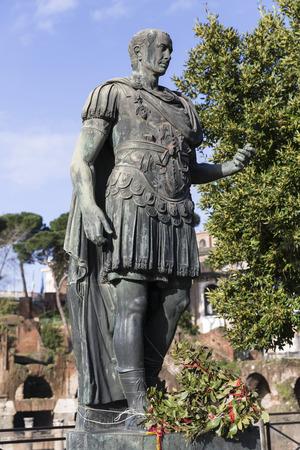 imperator: Imperator Gaius Iulius Caesar, Rom, Italien
