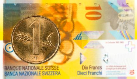 1 swiss rappen coin against 10 swiss franc bank note Banco de Imagens