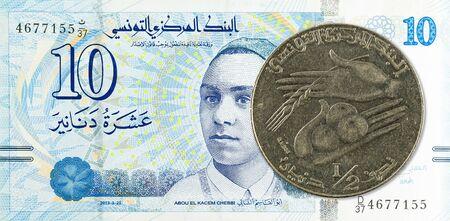 0,5 tunisian dinar coin (1990) against 10 tunisian dinar bank note new edition Stock fotó