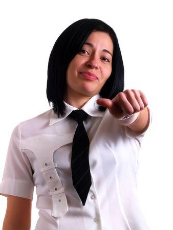 dudando: Un retrato de un joven bastante dudan de negocios con pelo negro que le est� dando a los pulgares y medio que lleva una camisa blanca y un lazo negro