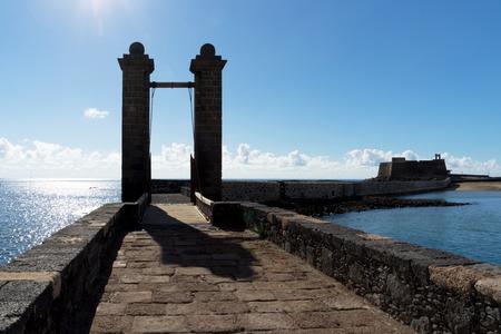 islas: Ball Bridge in Arrecife, two canonballs on top of the bridge leading to the castle of San Gabriel.