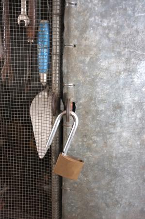 part prison: Unlock master key in front of hardware storage