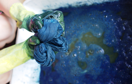 How to dyeing fabric with indigo water , Thai cotton