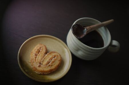 Cookies in the form of heart with coffee . Copy text menu food background.Effect brown filter Stockfoto