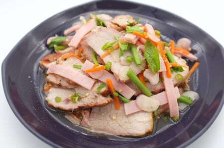 Spicy salad of roasted pork on white background , Thai style food Stockfoto
