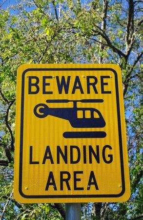 Jaune signe d'avertissement d'hélicoptère Banque d'images - 13500477