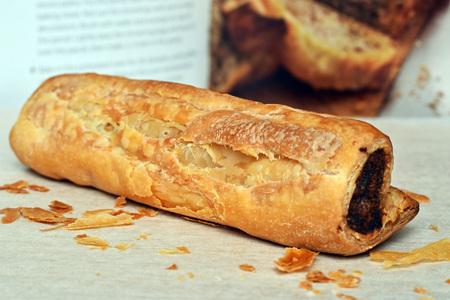 embutidos: rollo de salchicha y libro de cocina