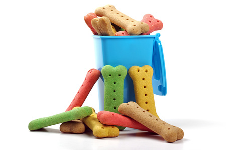 Biscuits pour chiens et wheelie bin Banque d'images - 60325868