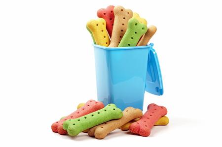 Wheelie bin et biscuits pour chiens Banque d'images - 60325872