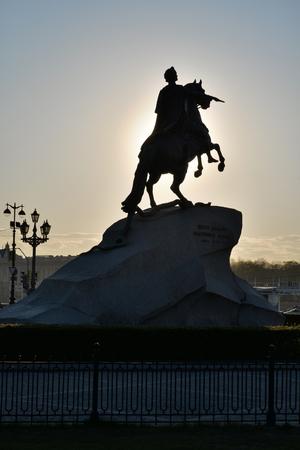 uomo a cavallo: Monument to Peter 1 the bronze horseman back in the sunlight in St. Petersburg Archivio Fotografico