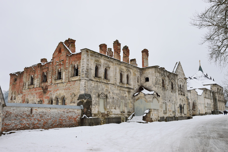 winter thaw: Old crumbling building in the Theodore town in Pushkin, the Academic prospect 18, St Petersburg Stock Photo