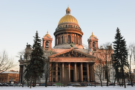isaac: View of the Isaac Cathedral from Alexanders garden in winter in St. Petersburg
