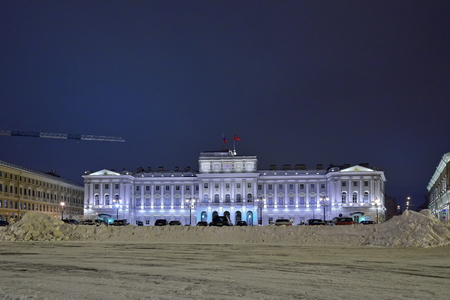 sweeps: Large drifts of snow against the background of the Legislative Assembly of St. Petersburg night