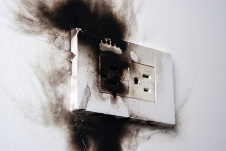 electric socket: electrical failure in power outlet isolated