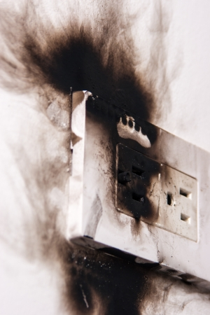electrical outlet: electrical failure in power outlet isolated
