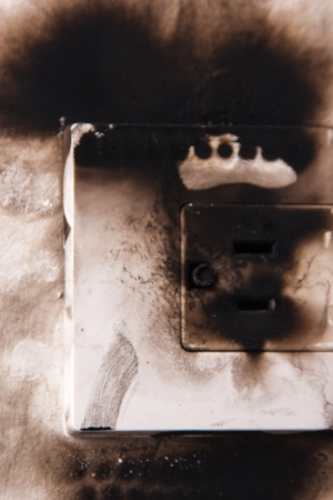 mains: electrical failure in power outlet isolated